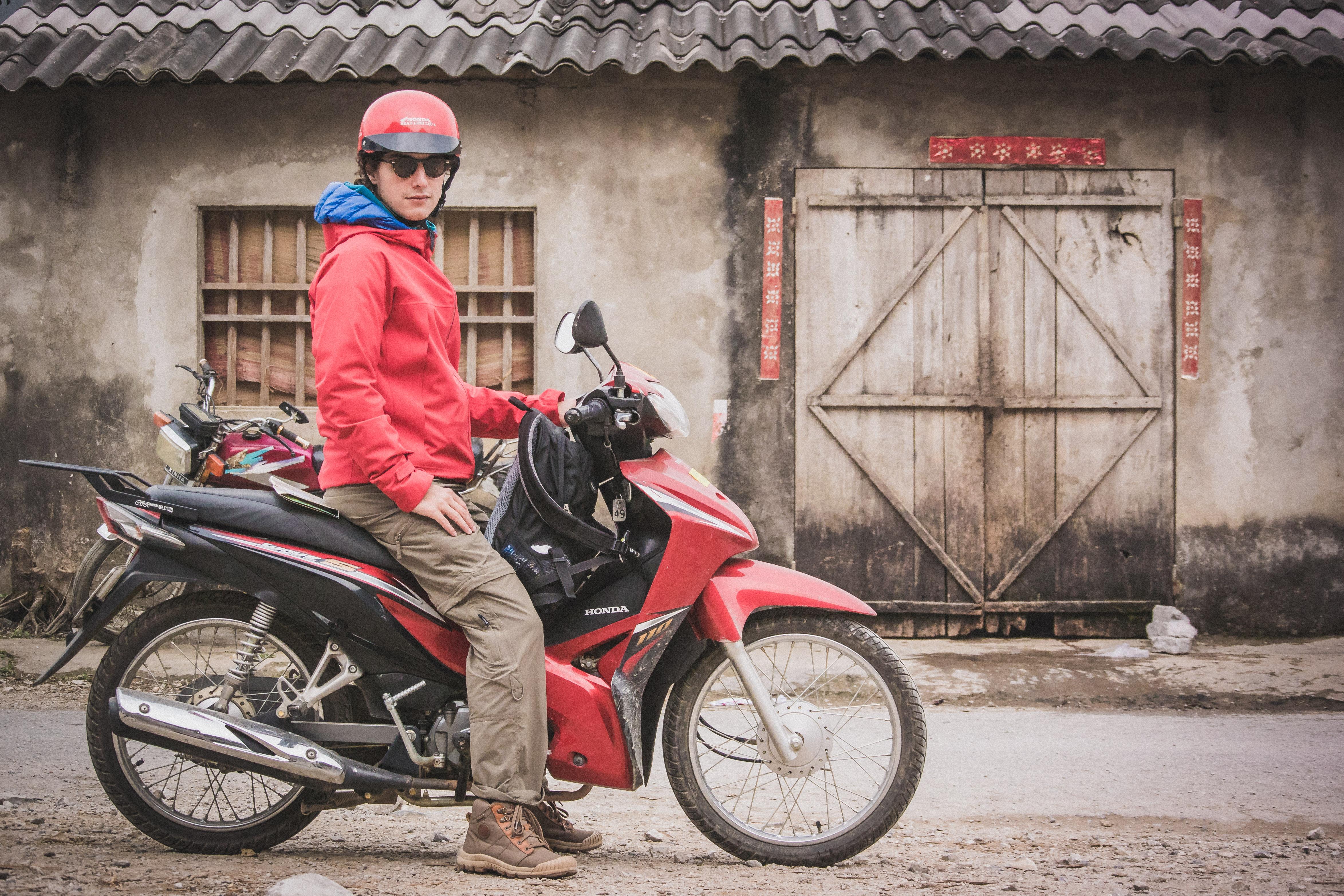 Alexis en moto au Vietnam