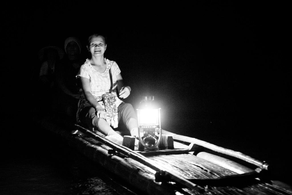 Tham lod cave bamboo rafting boat bateau