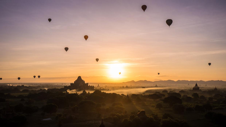 Bagan au lever du soleil