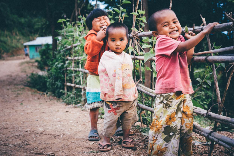 enfants qui rient à Mindat en Birmanie