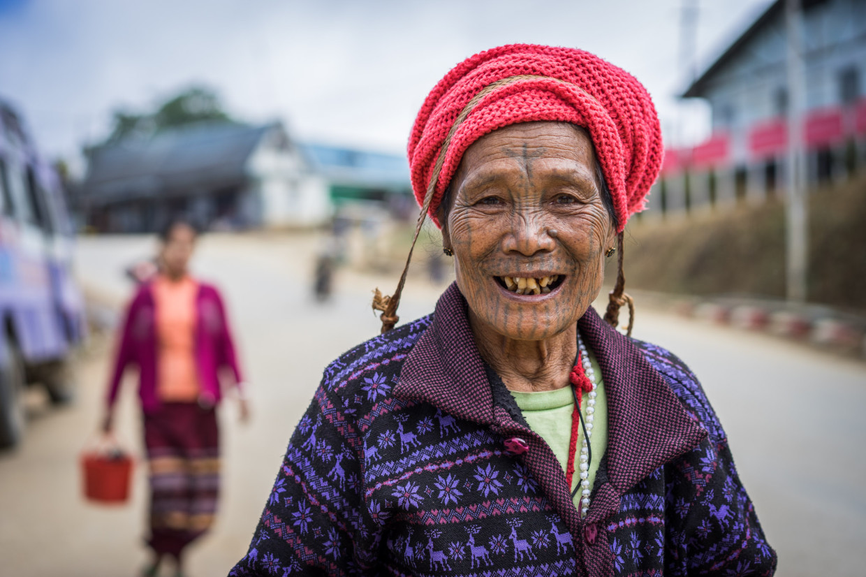 femme tatouée à Mindat