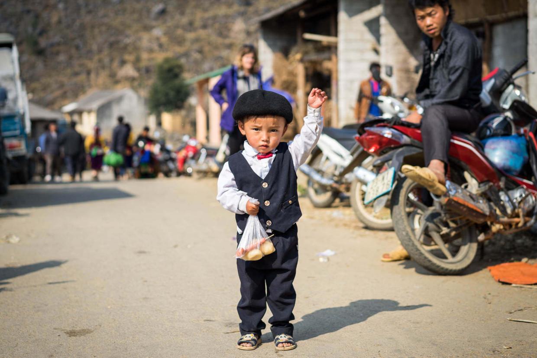 Enfant au marché de Méo Vac au Vietnam