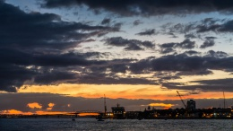 Vue depuis Devon Port à la nuit tombante