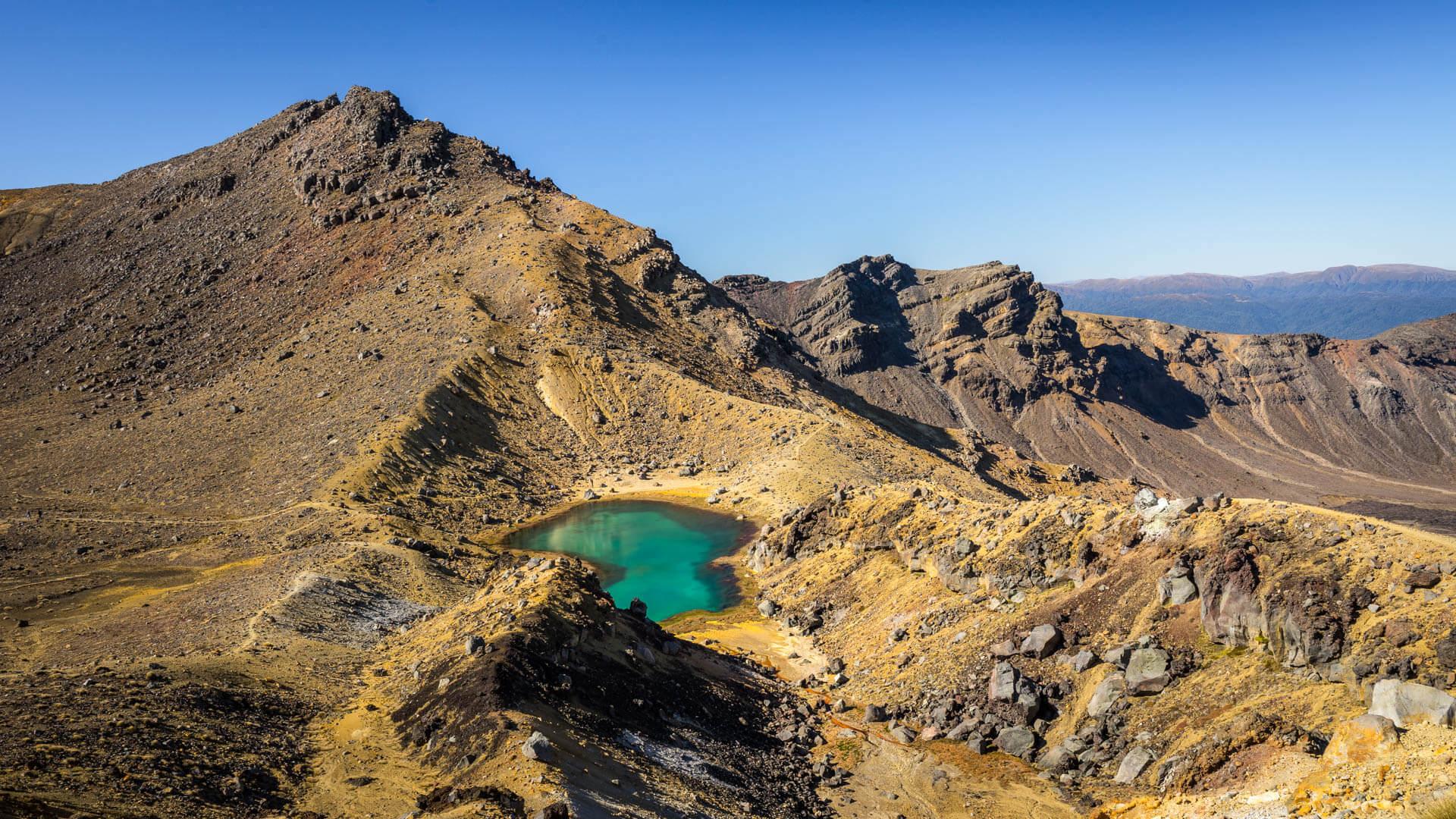 Blue lake, Tongariro Alpine Crossing