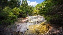 Ruisseau et soufre, Waiotapu Thermal Wonderland