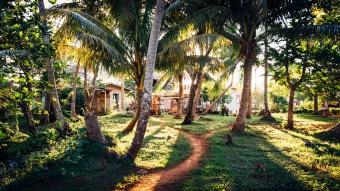 Soleil couchant sur le village