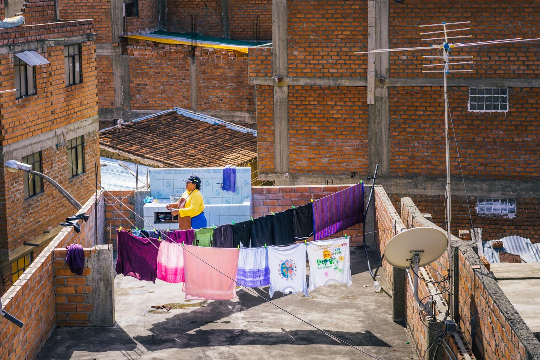 Lessive sur un toit, Huaraz