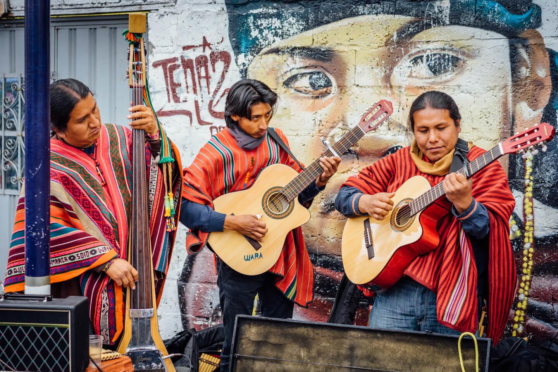 Musiciens au marché d'Otavalo