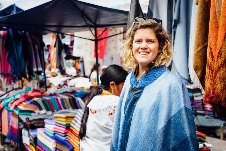 Bénédicte au marché de Cotacachi en Equateur