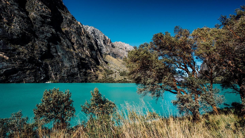 Lagune en montagne bleu turquoise