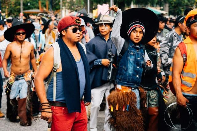 Fouet et costume révolutionnaire