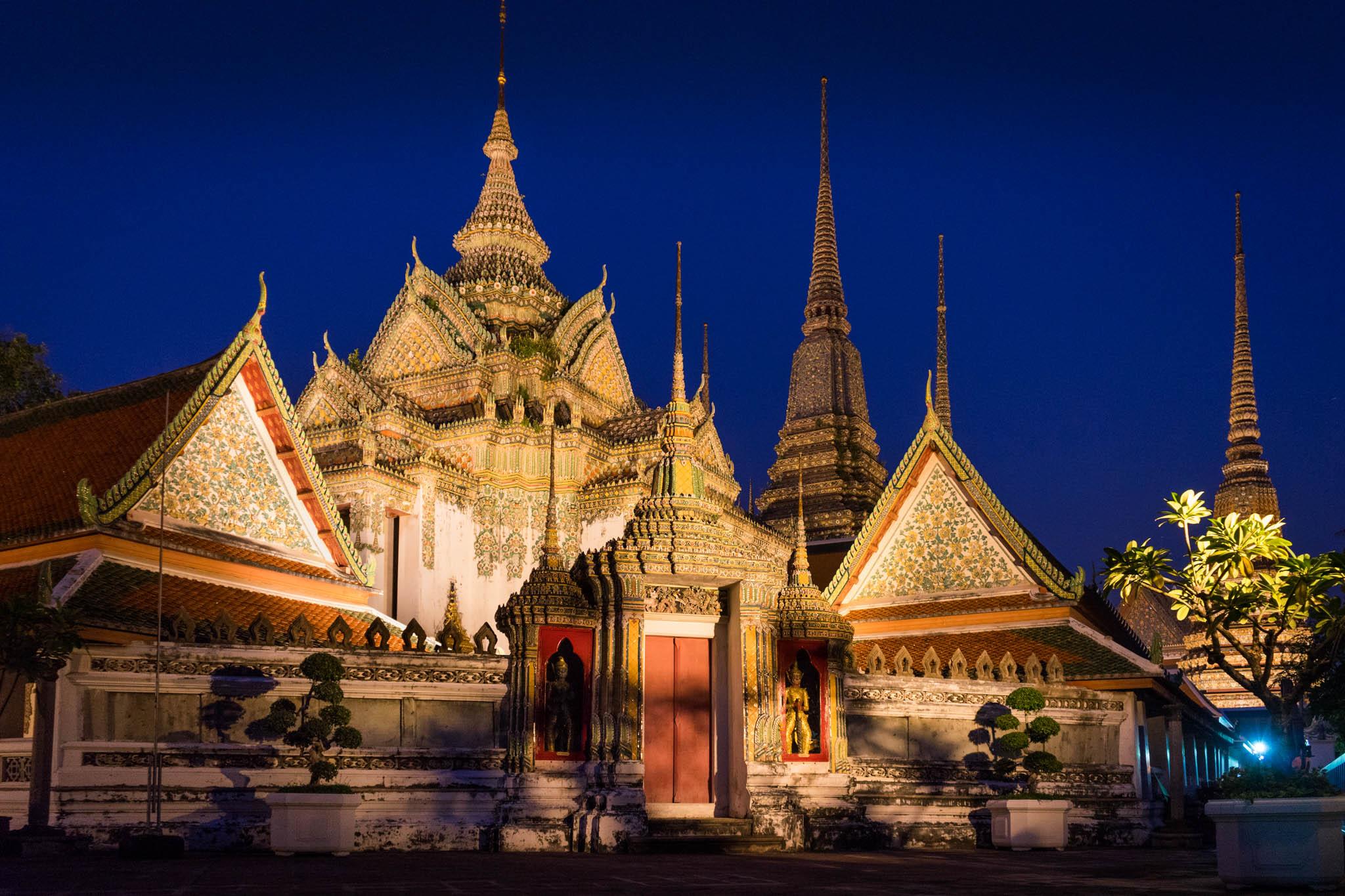 Wat Pho de nuit by night