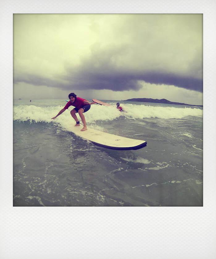 Benedicte surf Bayron Bay