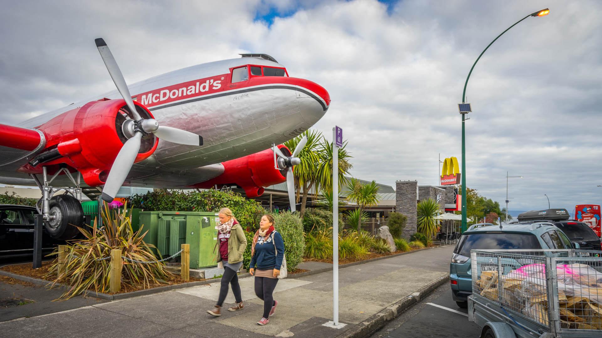 Le Mac Donalds le plus cool du monde ! @Taupo