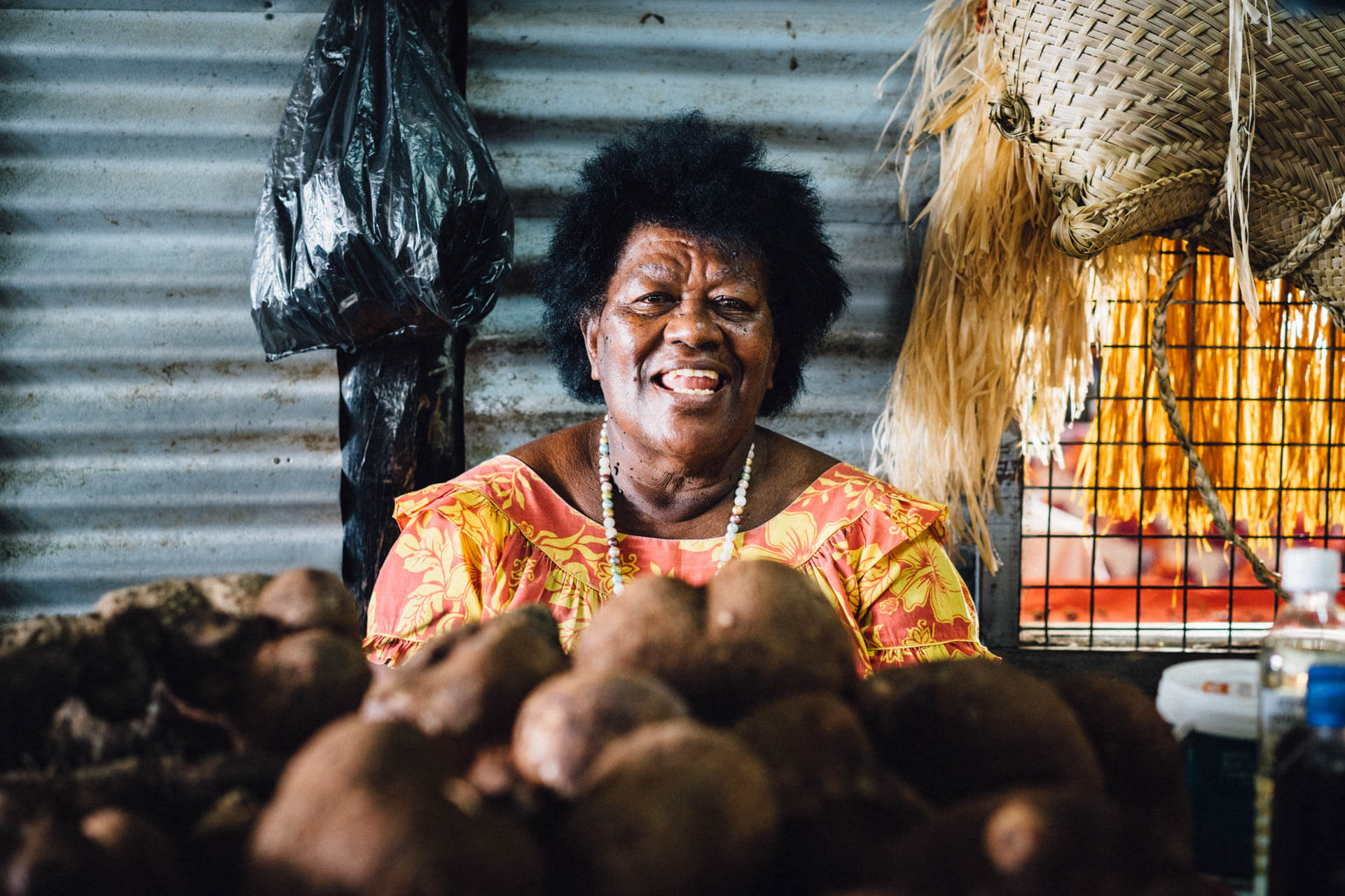 Olivia au marché de Savusavu