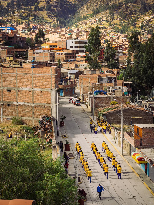 Défilé dans les rues de Huaraz