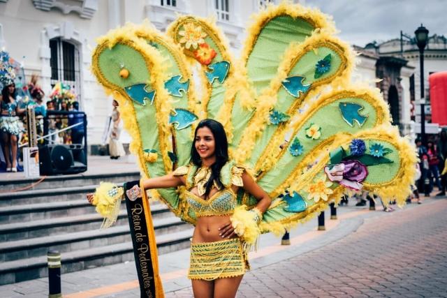 Défilé miss Reina de Pedernales 2016 à Otavalo