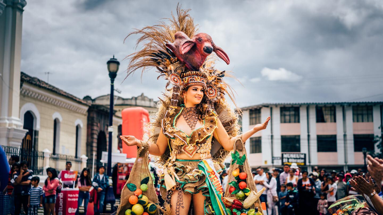 Défilé miss à Otavalo