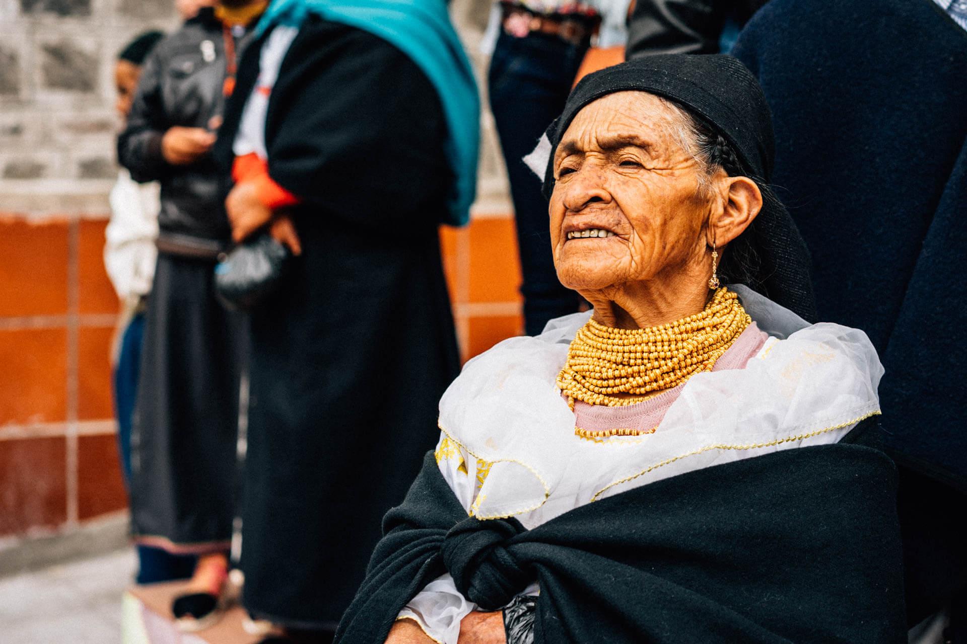 femme au marché d'Otavalo