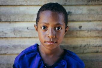 Portrait fille fidjienne