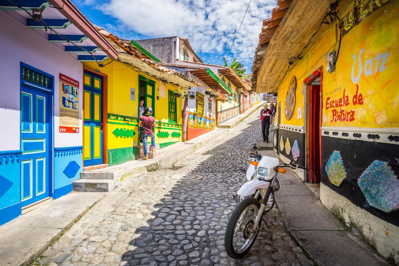 Rue colorée de Guatape